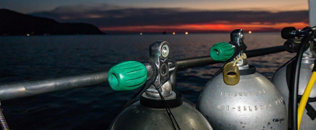 Nighttime diving tips